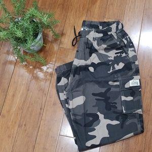 Other - NWOT Mens Camo Cargo Pants (B32)
